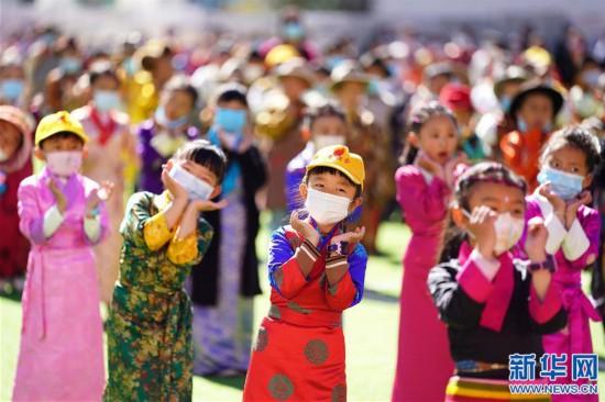 """(新华网西藏频道)(图文互动)拉萨市第一小学:2500余朵""""向日葵""""的绽放日(1)"""