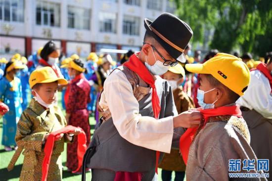 """(新华网西藏频道)(图文互动)拉萨市第一小学:2500余朵""""向日葵""""的绽放日(5)"""