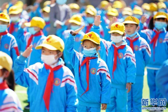"""(新华网西藏频道)(图文互动)拉萨市第一小学:2500余朵""""向日葵""""的绽放日(7)"""