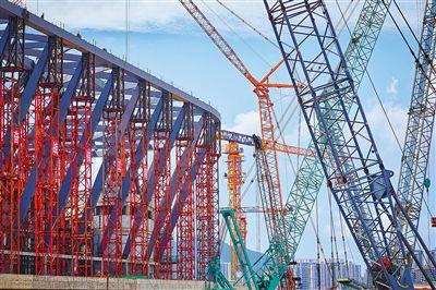 三亚体育中心体育场钢结构主体结构封顶