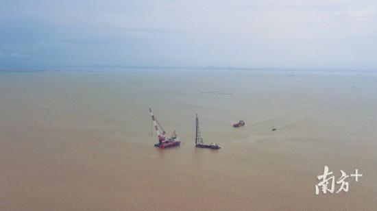 图为黄茅海海域,保利长大黄茅海跨海通道T2先行标正在施工。南方日报记者 石磊 摄