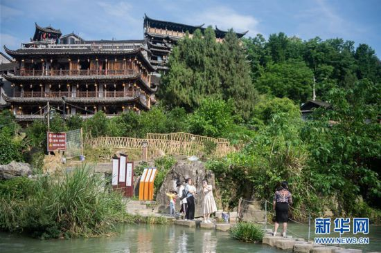 (图文互动)(7)美了乡村 富了山民――湖南崛起一批文旅特色小镇