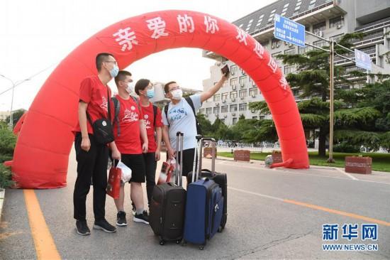 (图文互动)(7)北京首批20余所高校毕业年级学生分批次返校复课