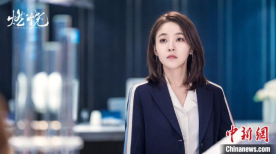 张佳宁《燃烧》中挑战霸道女总裁:表情管理和造型下足功夫