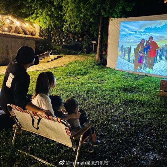 周杰伦昆凌为儿子庆生 一家四口围坐草坪幸福温馨