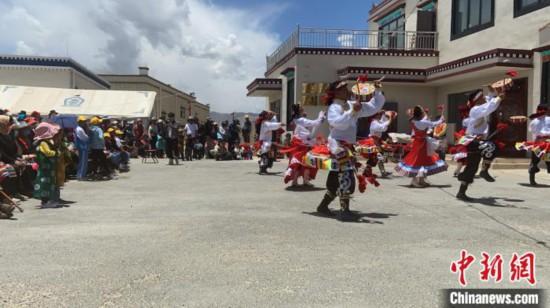 """西藏安多2020年""""五下乡""""活动为易地搬迁民众送服务"""