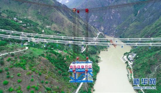 (图文互动)金沙江特大桥首片中跨钢桁梁架设成功