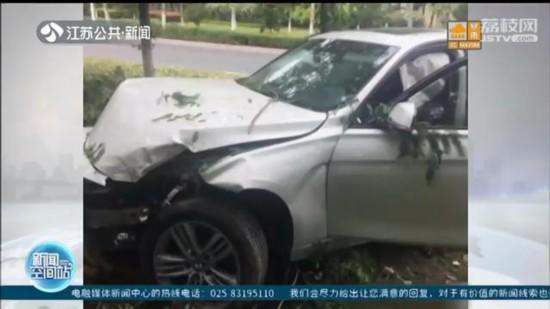 女司机吃感冒药犯困连撞六棵树:树木损失2千元,车损18万