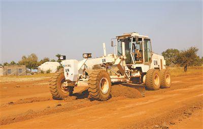 我维和工兵打通南苏丹一条交通要道