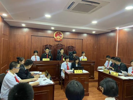 把法律信仰播撒学生心田——济南市历下区司法局把法庭搬进课堂