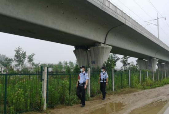 徐州加强隐患排查 确保汛期铁路线安全畅通