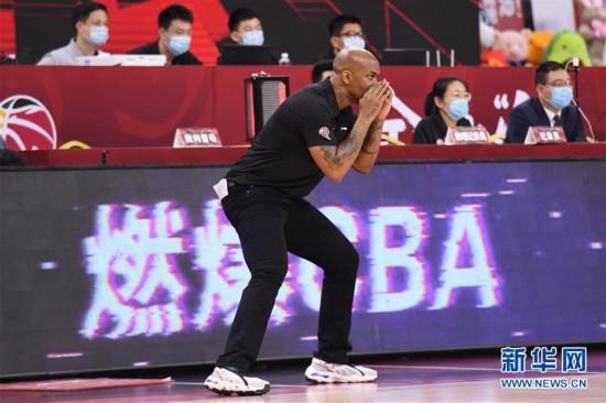 (体育)(9)篮球――CBA复赛第一阶段:北京控股胜山东西王