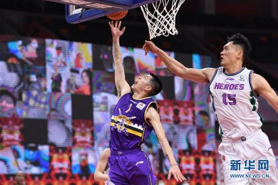 (体育)(8)篮球――CBA复赛第一阶段:北京控股胜山东西王
