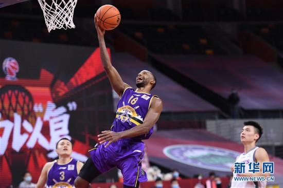 (体育)(10)篮球――CBA复赛第一阶段:北京控股胜山东西王