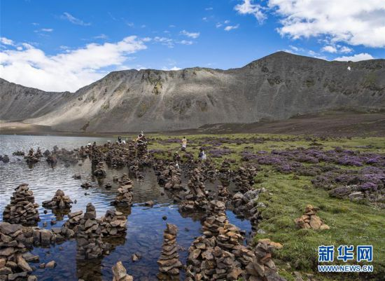 (美丽中国)(1)西藏:思金拉错美景引游人
