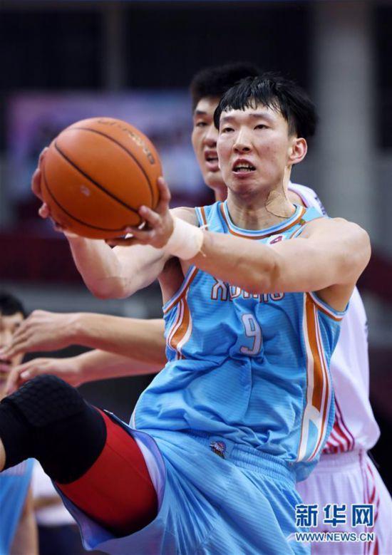(体育)(5)篮球――CBA复赛第一阶段:新疆伊力特胜青岛国信双星