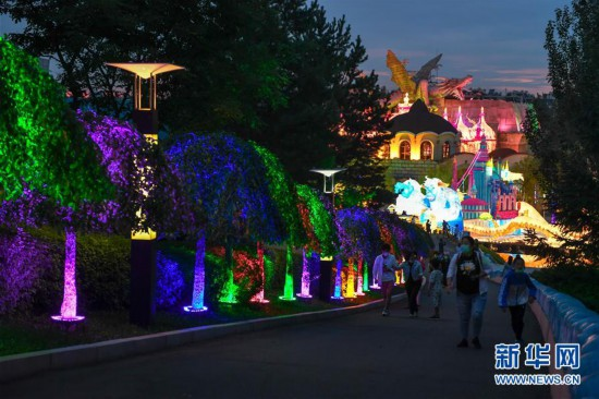 (社会)(5)长春:赏灯游园度假期