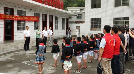 广西药监局牵手爱心企业助力南丹县八圩瑶族乡脱贫攻坚