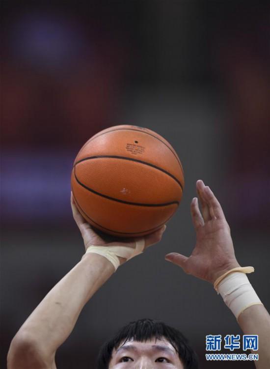 (体育)(6)篮球――CBA复赛第一阶段:新疆伊力特胜青岛国信双星