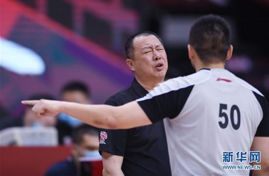 (体育)(11)篮球――CBA复赛第一阶段:新疆伊力特胜青岛国信双星