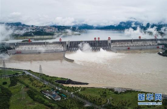 (环境)(1)三峡工程今年首次泄洪 近期或迎新一轮洪水