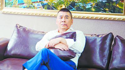 """陈建斌演绎喜感富豪""""装穷""""追爱"""
