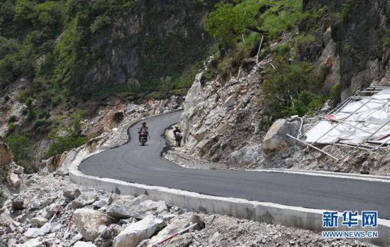(圖文互動)(3)我國最后一個具備條件通硬化路的建制村阿布洛哈村通車了