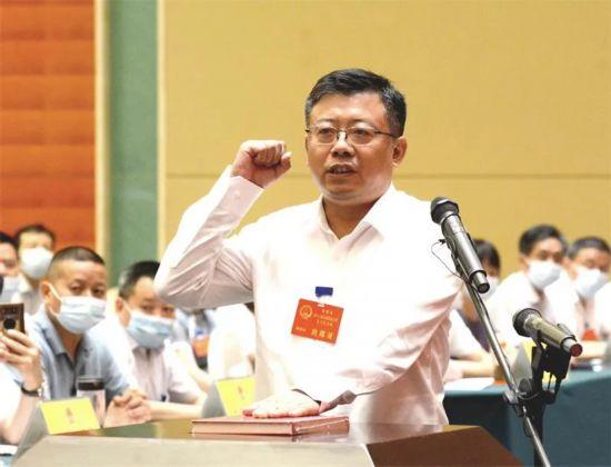 章周中當選為桐城市市長