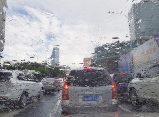 """云南""""迟到""""的雨季 携强降水来袭"""