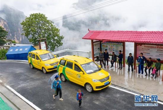 (图文互动)(11)我国最后一个具备条件通硬化路的建制村阿布洛哈村通车了