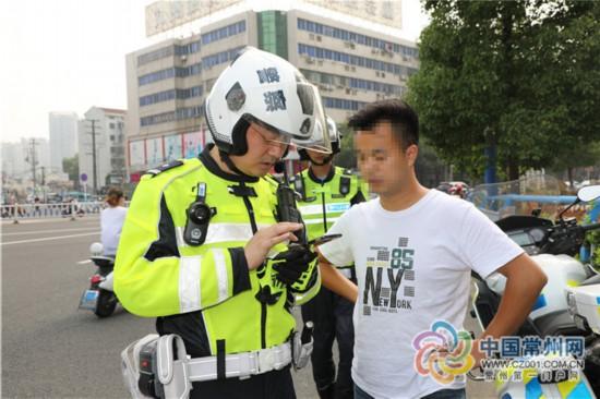 常州開出首例騎電動自行車不戴頭盔罰單