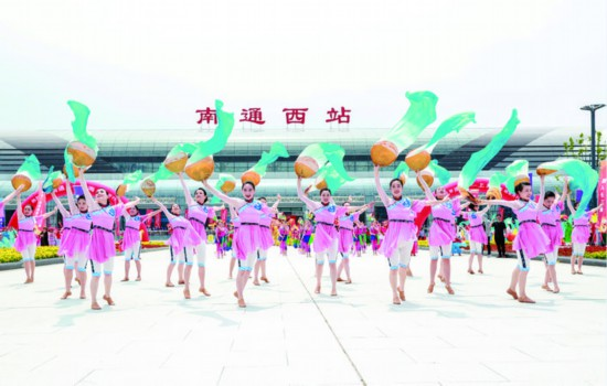 C3839动车南通西站首发 用时99分钟抵达上海