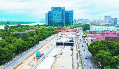 南京扬子江大道快速化改造水西门隧道封顶