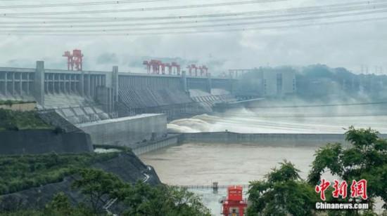 三峡ダムに達した「長江2020年第1号洪水」(資料写真、撮影・周星亮)。