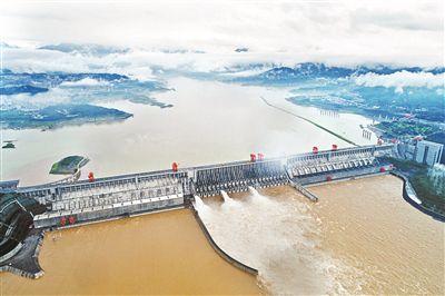 长江三峡枢纽开闸泄洪
