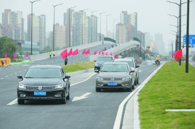 """南京江北新区""""1号断头路""""天华西路正式通车"""