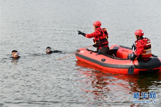 (社會)(2)貴州安順公交車墜入虹山湖水庫致21人死亡15人受傷
