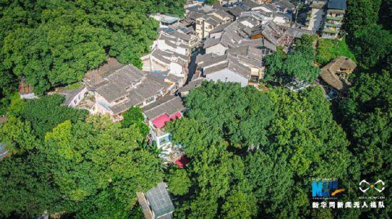 航拍重庆:深山藏老街 绿意正葱茏