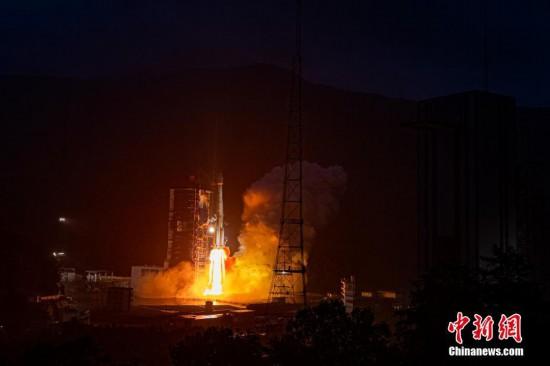 """中国首颗Ku频段高通量宽带商业通信卫星""""亚太6D""""成功发射"""