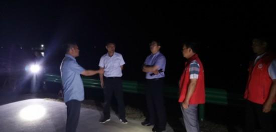 南京溧水晶桥镇:党旗在防汛一线高高飘扬