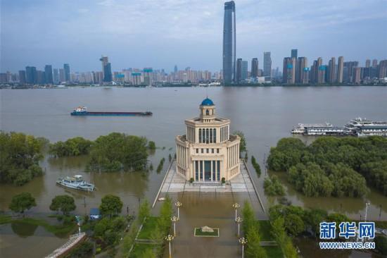 (防汛抗洪)(1)長江中下游洪水洪峰順利通過漢口江段