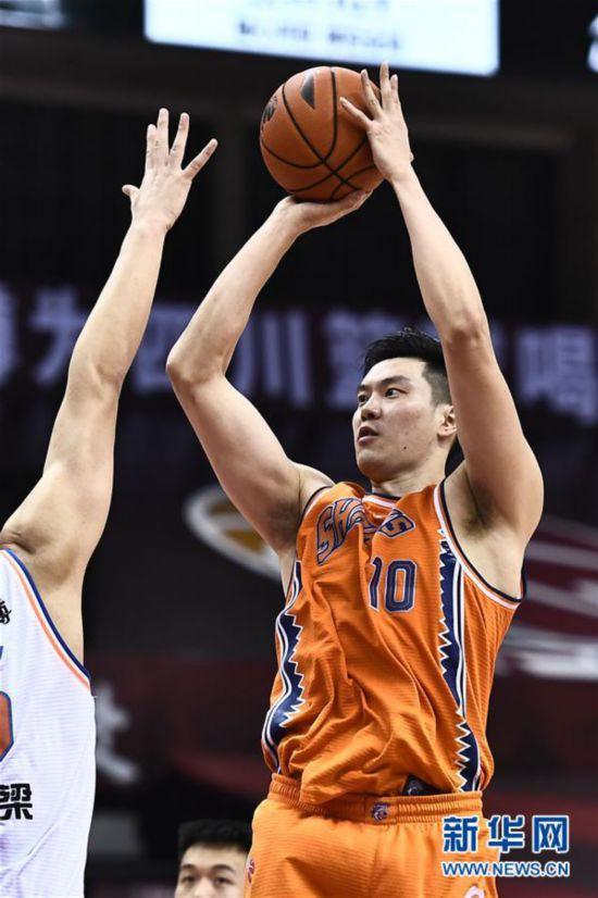 (体育)(4)篮球――CBA复赛第二阶段:上海久事胜四川五粮金樽