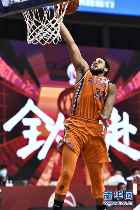 (体育)(5)篮球――CBA复赛第二阶段:上海久事胜四川五粮金樽