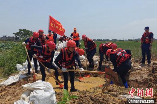 福建消防260人驰援江西抗洪抢险