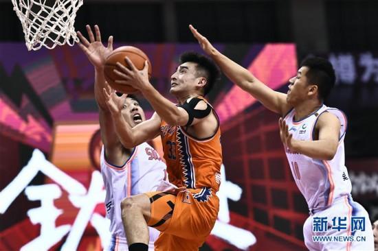 (体育)(11)篮球――CBA复赛第二阶段:上海久事胜四川五粮金樽