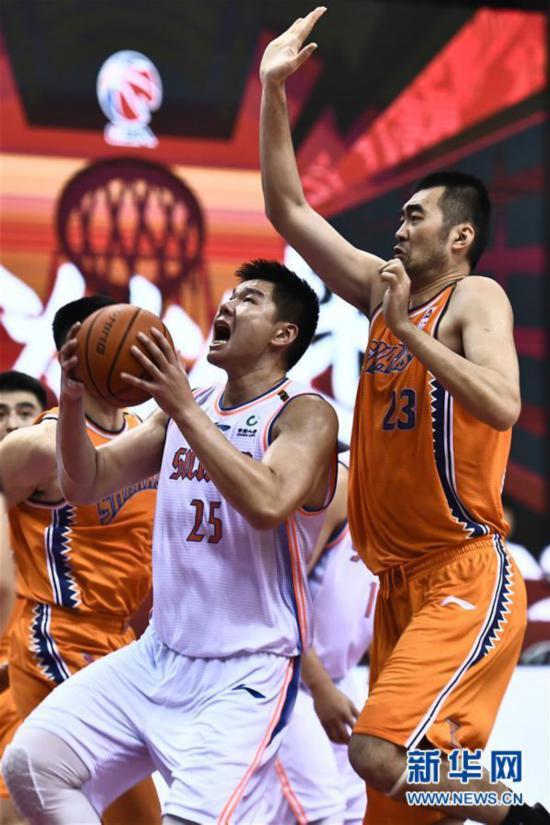 (体育)(6)篮球――CBA复赛第二阶段:上海久事胜四川五粮金樽