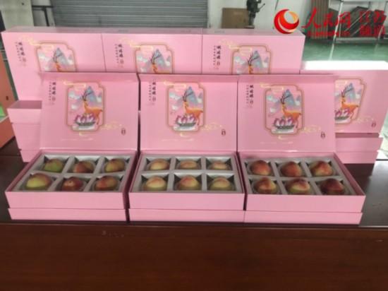 大賽上獲得銀獎的桃果樣品。省委駐泗陽縣幫扶工作隊供圖