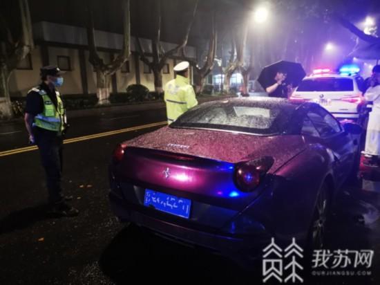 南京一法拉利深夜飆車違停 車輛早已過檢脫保