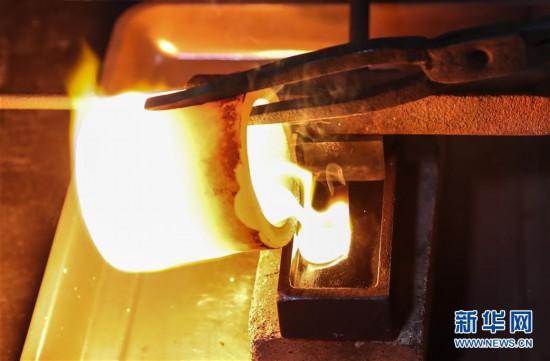 (图片故事)(1)南京金箔――万锤锻制箔金来