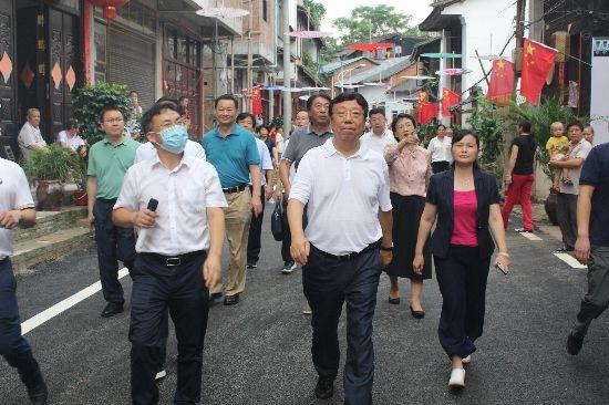 赵乐秦率考察团到兴安县调研田园综合体和新型城镇化示范乡镇建设工作